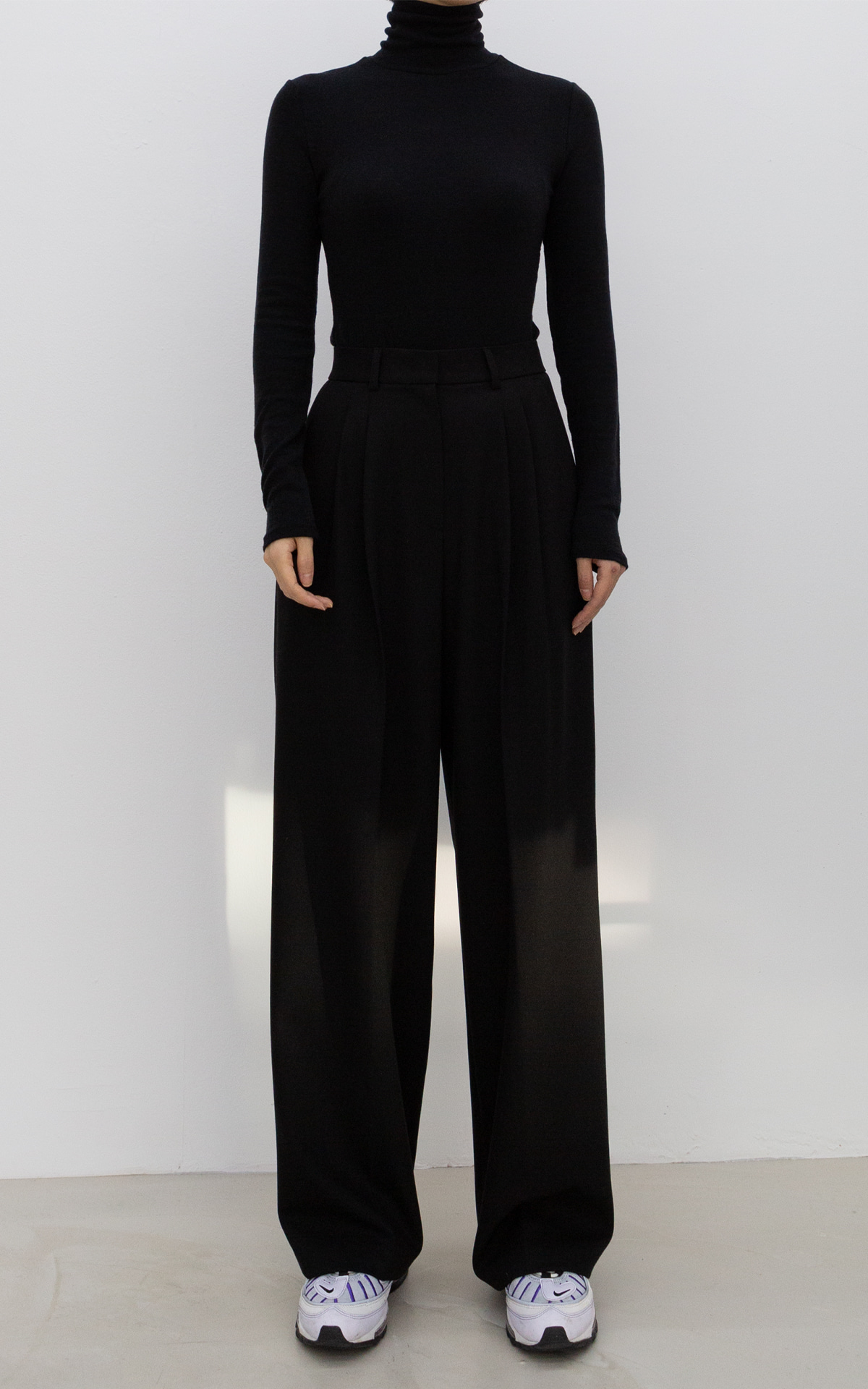 Two-Tuck Wide Trousers_Black