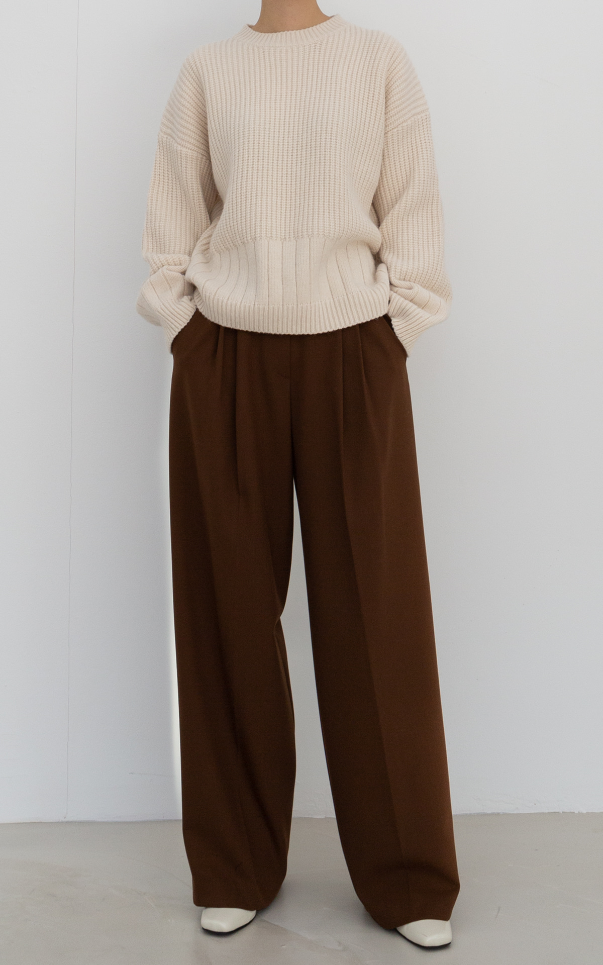 Two-Tuck Wide Trousers_Brown